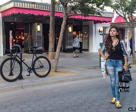 116_BikeWoman_pvw