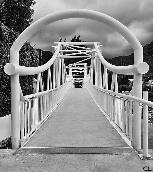 Pedestrian bridge over the river, Montagu.