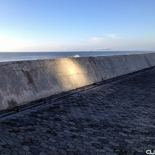 The sun bounced off a flat window almost 200m (600ft) away and reflected onto the sea wall...