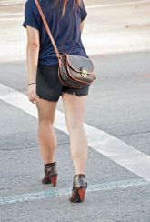 Girl_legs_1_pvw